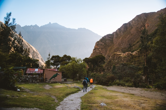 hikers on 5 day inca trail