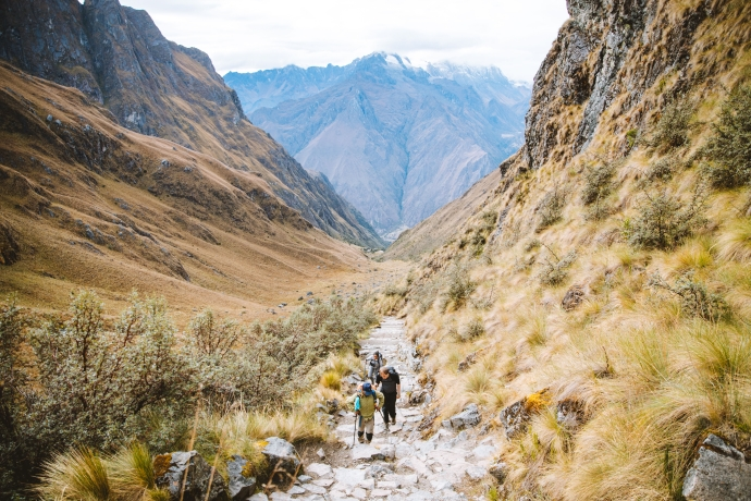 trekkers approaching Dead Woman´s Pass on 5 day Inca Trail